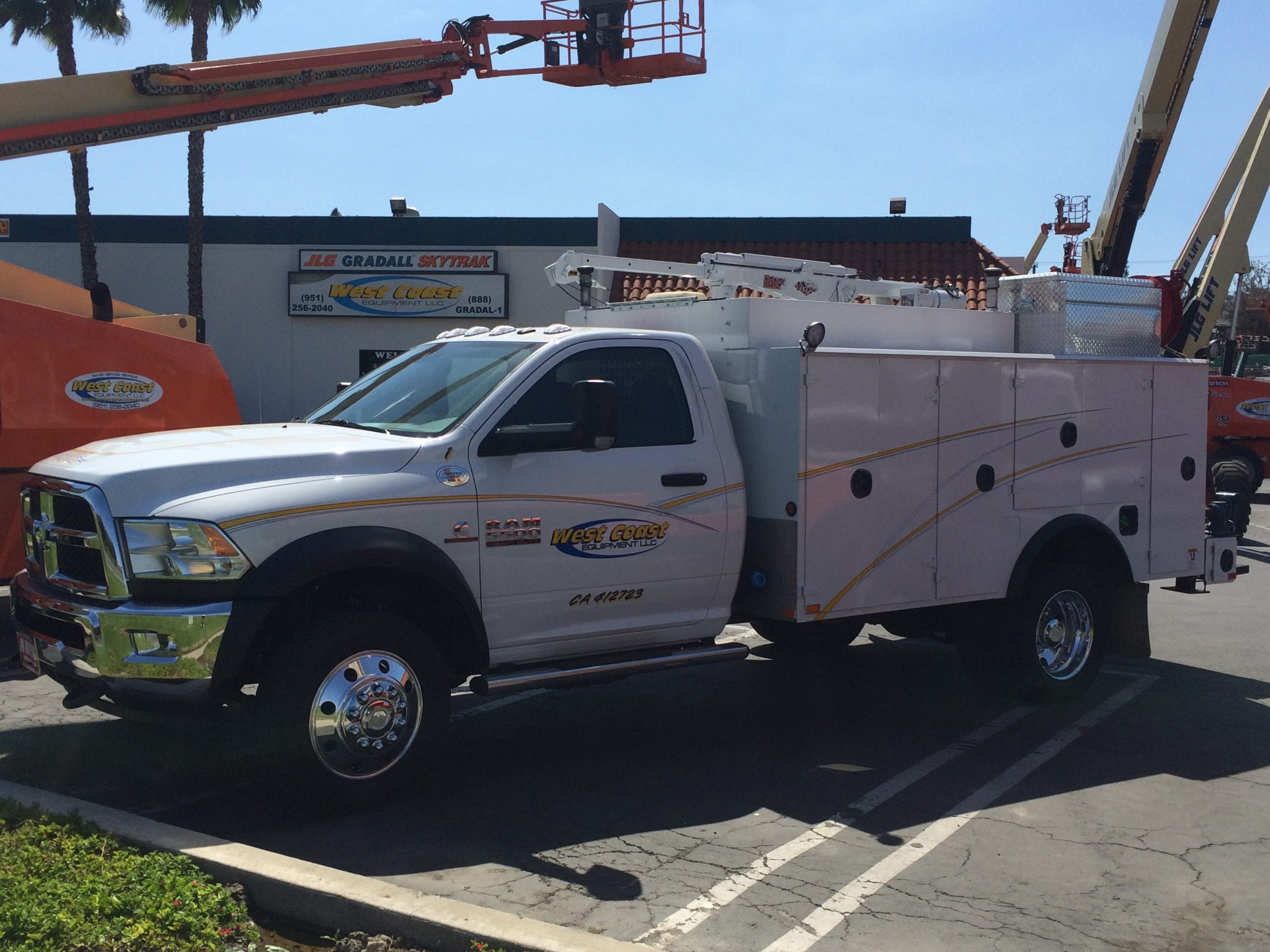 JLG Gradall field service maintenance trucks